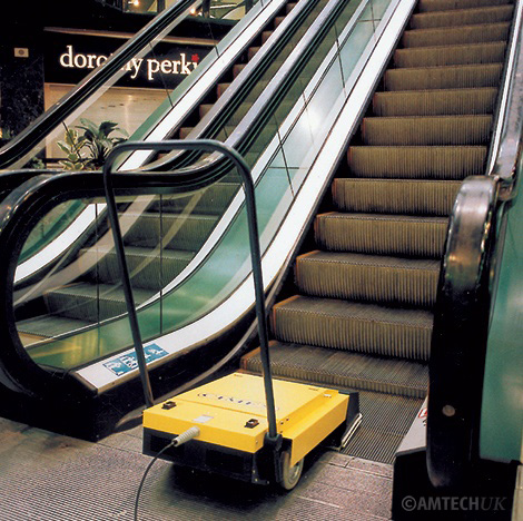 Cimax X46 cleaning escalator at a shopping centre