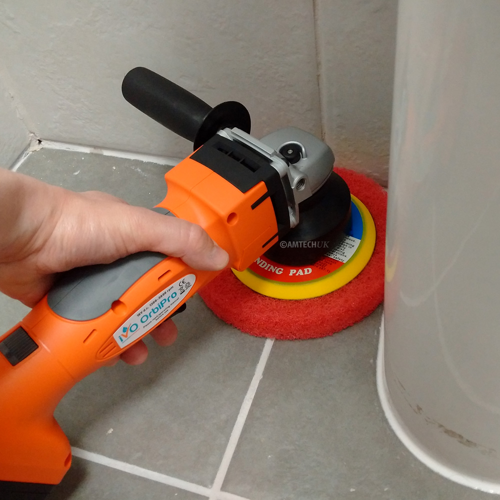 iVo Orbipro cleaning tile and grout on floors and walls
