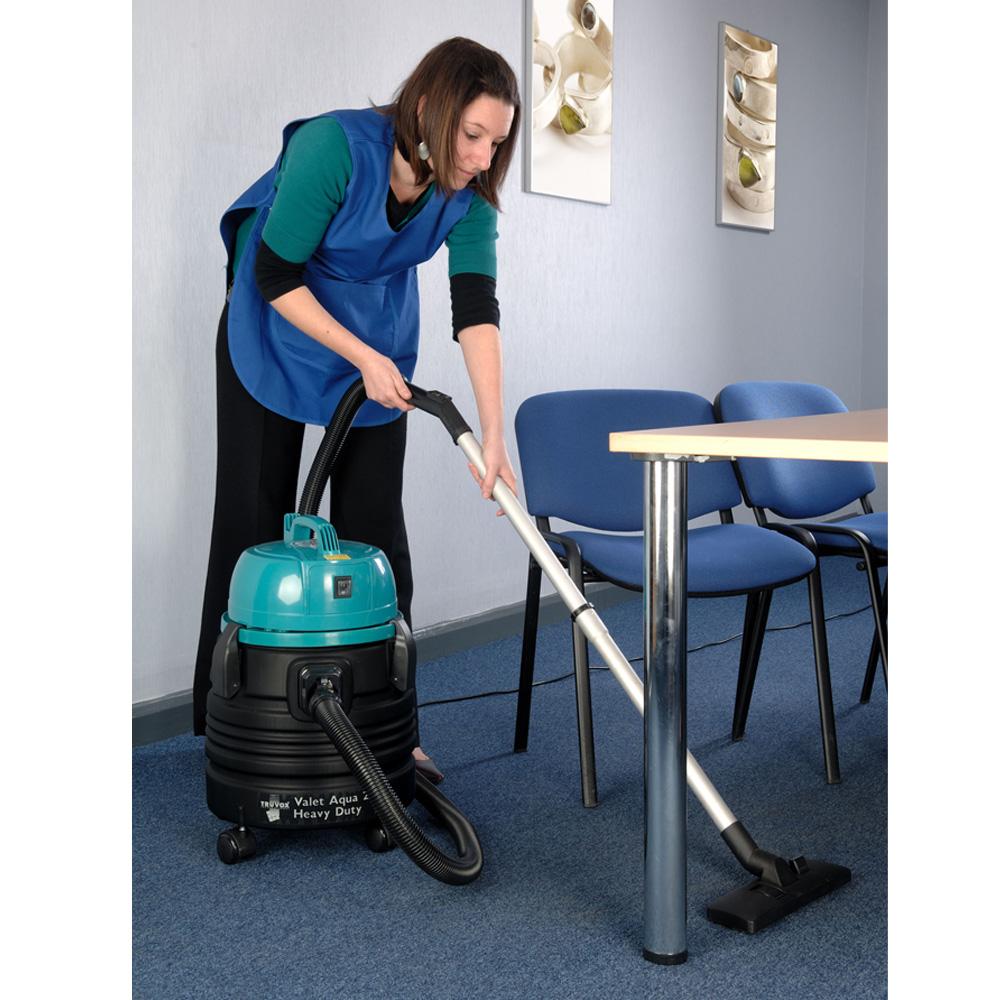 Truvox Valet Aquat 20HD vacuum cleaning office carpets.